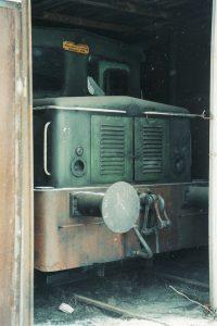 Koło Wąskotorowe. SM03-265 w prowizorycznej lokomotywowni.