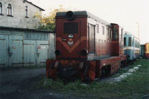 Odstawiona lokomotywa spalinowa Lxd2-313.