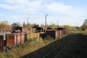 Zgromadzone wagony towarowe w Karczmirskach.
