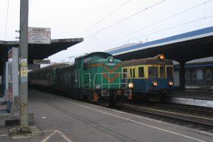 Poznań Główny. Klasyczne SM42 i EN57.