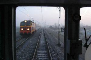 Intercity prowadzony EP09-044.