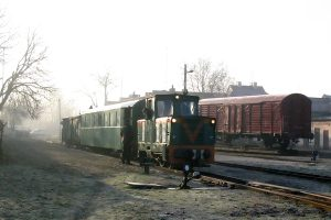 Krośniewice - pociąg do Lubrańca gotowy do odjazdu.