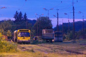 Zajezdnia Helenówek - tramwaje KMST oczekujące odnowienia.
