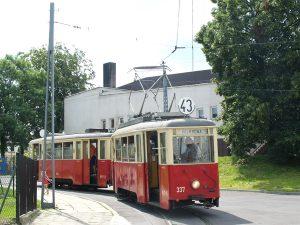 Lutomiersk, wyjazd z krańcówki - skład #337 + #644.