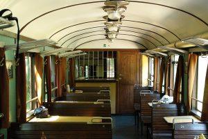 Wnętzre wagonu barowego 1Aw.