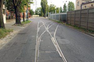 Nieczynne torowisko na ulicy Wierzbowej.