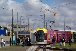 Krańcówka Chocianowice - IKEA. W tle budowa hipermarketu IKEA. Cityrunner #1212 zaczyna trasę linii 11.