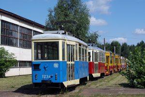 Klubowe wagony 5N #1234 nauki jazdy oraz #4092.