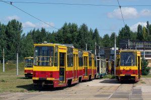 Cnemtarzysko na terenie Zajezdni Telefoniczna. Na pierwszym planie wagon #1008 oraz czasowo odstawiony elin #1914 + #1915.