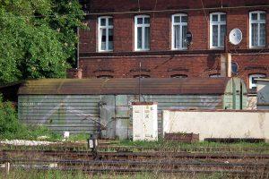 Pudło wagonu logówki - widoczny sześciocyfrowy numer sprzed reformy.