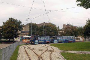 Linia 2 w sróconej relacji do Placu Niepodległości.